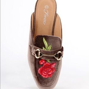 sale retailer c3503 e3622 Shoes - ➰ Taupe Floral Embroidered Mules ➰